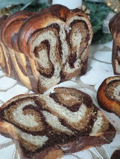 Trojfarebná brioška Bread, Food, Basket, Brot, Essen, Baking, Meals, Breads, Buns