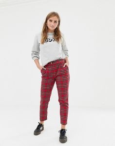 Shop the latest New Look tapered pants in red plaid trends with ASOS! Free delivery and returns (Ts&Cs apply), order today! Red Plaid Pants, Plaid Pants Outfit, Tartan Plaid, High Street Brands, Trap, Pop Fashion, Winter Outfits, Winter Clothes, Style Guides