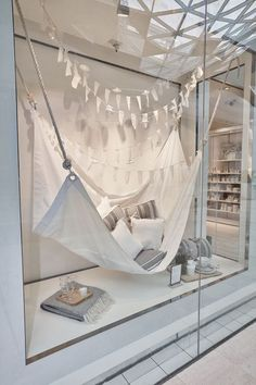 The white company - summer living store window display retai Window Display Retail, Retail Windows, Store Windows, Display Windows, Summer Window Displays, The White Company, Vitrine Design, Decoration Vitrine, Window Display Design