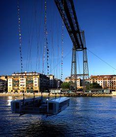El Puente Vizcaya es el primer puente colgante con vehículo transbordador del mundo. El 13 de Julio de 2006 en Vilnius, el Comité Mundial de la UNESCO declaro al Puente Vizcaya Patrimonio Mundial.