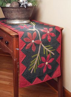Poinsettia and Pine Table Runner Free Quilt Pattern Applique Patterns, Applique Quilts, Quilt Patterns, Wool Applique, Table Runner And Placemats, Quilted Table Runners, Fabric Placemats, Poinsettia, Christmas Sewing