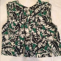 Zara Green and Black Top adorable green and black printed top from Zara. size medium only worn once! buttons down the back Zara Tops Tees - Short Sleeve