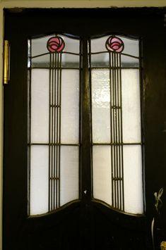 The Glasgow School of Art - studio door leaded glass. Stained Glass Door, Stained Glass Designs, Stained Glass Panels, Stained Glass Patterns, Leaded Glass, Glass Doors, Mackintosh Furniture, Art Nouveau, Mackintosh Design
