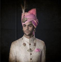 Mini pearls beaded together with intricate golden details ! Source by shaadisaga Sherwani For Men Wedding, Wedding Dresses Men Indian, Wedding Outfits For Groom, Groom Wedding Dress, Mens Sherwani, Sherwani Groom, Wedding Men, Wedding Suits, Punjabi Wedding