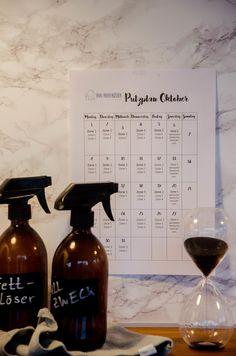 Frau Piepenkötter räumt auf: Der Putzplan für Oktober! Holland, Spray Bottle, Planer, Cleaning Supplies, Soap, Hacks, Organization, Villas, Beach