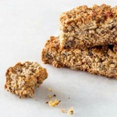 Seed and oat rusks. About to veganized this recipe Healthy Breakfast Snacks, Healthy Treats, Healthy Baking, Healthy Recipes, Healthy Cake, Scones, Kos, Baking Recipes, Dessert Recipes