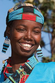 African Women - Girl from Tsemay tribe, Omo valley, Ethiopia Beautiful Smile, Black Is Beautiful, Beautiful People, Beautiful Women, Smiling People, Happy People, African Beauty, African Women, African Children