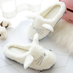 Envelop your feet in the warm comfort of our White Persian slippers. These cute cat slippers are made from the softest plush materials and are sure to be the first thing you turn to on cold mornings or for lounging around on a lazy day at home. Cute Slippers, Winter Slippers, Apollo Box, Cat Paws, Cat Design, More Cute, Cute Babies, Cute Animals, Plush