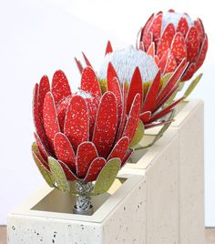 set of 3 beaded proteas Protea Art, Protea Flower, Flower Brooch, Beaded Flowers Patterns, French Beaded Flowers, Wire Flowers, Paper Flowers Diy, South African Flowers, Bead Crafts