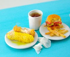 Dollhouse Miniature Chicken and Corn on the Cob in por mousemarket