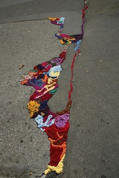 Filling In The Cracks | 32 Incredibly Cool Yarn-Bombings To Brighten Your Day