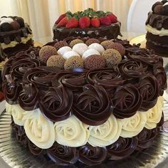 State of Love : Photo Food Cakes, Gourmet Cakes, Cupcake Cakes, Chocolate Delight, Chocolate Cake, Beautiful Cakes, Amazing Cakes, Edible Cake, Cake Decorating Tips