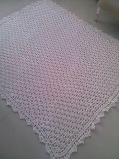 Tapete quadrado para sala, ou pode ser usado em outros ambientes feito de barbante fio 8 em crochê, na cor cru, mas faço conforme a cor do seu ambiente.