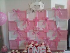 Plate backdrop at a Pink Princess Party #pink #princessparty