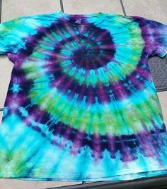 Ice Dye                                                                                                                                                     More Ice Tie Dye, How To Tie Dye, How To Dye Fabric, Tye Dye, Patriotic Crafts, Patriotic Party, Tie Dye Tutorial, Tie Dye Crafts, Tie Dye Colors