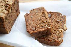Cake van Amandelmeel met Walnoten & Dadels Healty Lunches, Healthy Snacks, Healthy Recipes, Healthy Cake, Banana Bread, Good Food, Low Carb, Gluten Free, Desserts