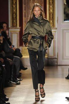 Barbara Bui at Paris Fashion Week Fall 2012 - Runway Photos Green Fashion, Autumn Fashion, Fashion Looks, Paris Fashion, Glamorous Chic Life, High Street Trends, Winter Chic, Khaki Green, Army Green
