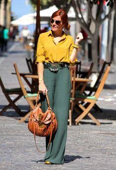 широкие брюки с рубашкой для 40-летней