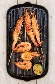 Gambas marinées aux épices, sauce raïta