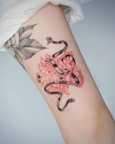 10 Minimalist Tattoo Designs For Your First Tattoo - Spat Starctic Mini Tattoos, Red Ink Tattoos, Body Art Tattoos, Small Tattoos, Flower Tattoos, Sleeve Tattoos, Tatoos, Female Hand Tattoos, Piercing Tattoo