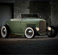 Classy looking hot rod. Cool Trucks, Cool Cars, Hot Rods, 1932 Ford Roadster, Hot Rod Pickup, Traditional Hot Rod, Classic Hot Rod, Ford Classic Cars, Us Cars