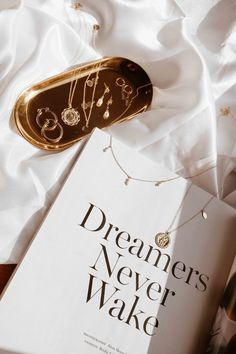 Vintage inspired jewellery for the modern dreamer & minimalist. Gold filled jewellery by S-kin Studio Jewelry Cream Aesthetic, Gold Aesthetic, Classy Aesthetic, Aesthetic Collage, Aesthetic Vintage, Aesthetic Backgrounds, Aesthetic Wallpapers, Image Deco, Vintage Inspiriert