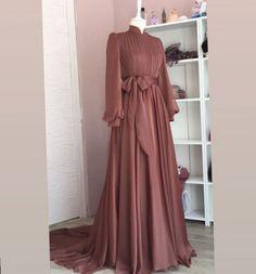 Dress Wedding Bridesmaid Hijab ✔ Dress Wedding Bridesmaid Hijab Ready to ramadan Long Silk Khimar Elegant muslim dress The Row Hijab Evening Dress, Hijab Dress Party, Hijab Style Dress, Dress Outfits, Evening Dresses, Hijab Chic, Dresses For Hijab, Maxi Dresses, Abaya Fashion