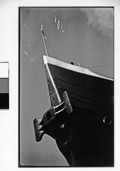 Walker Evans - S.S. Leviathan, New York City (1930) Walker Evans, Make Pictures, Street Photography, New York City, Photo Art, Nyc, Yachts, Metropolitan Museum, Boats