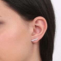 Savannah Earrings. White gold and diamonds.