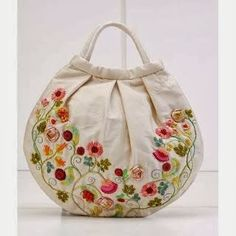 See the picz: Button Craft Hand Made Bag