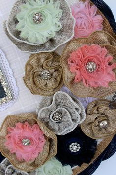 DIY burlap flowers tutorial. Summer Wreath made from a basket