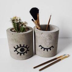 Cement Art, Concrete Crafts, Concrete Projects, Painted Flower Pots, Painted Pots, Beton Diy, Concrete Pots, Diy Décoration, Rock Crafts