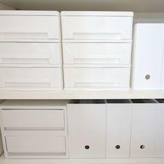 ニトリの人気商品「レターケース9個引き出し」のサイズや使い方、収納アイデアをブログでレポートします。白い収納ケースはシンプル・ホワイトインテリアに馴染みやすいアイテム。白い画用紙を引き出しに貼り、すっきりと目隠し・白化するのもおすすめです。
