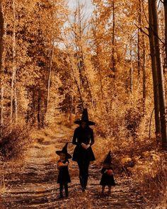 love this fall/halloween kids picture Spooky Halloween, Creepy Halloween Decorations, Halloween Tattoo, Last Minute Halloween Costumes, Halloween Party Decor, Happy Halloween, Halloween Makeup, Samhain, Happy October