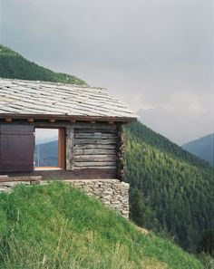 Shelter in the Swiss Alps / Personeni Raffaele Schärer Architectes