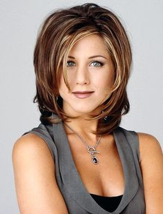 For two seasons on Friends, Jennifer Aniston popularized the Rachel haircut, the short and choppy style was named after her character on the show. Rachel Haircut, The Rachel Hairstyle, Medium Hair Styles, Short Hair Styles, Great Hair, Awesome Hair, Bob Hairstyles, Layered Hairstyles, Short Haircuts