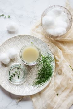 Homemade Toner with Fennel | http://helloglow.co/homemade-toner-with-fennel/