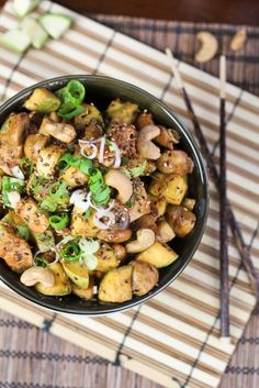 We like! #glutenfree Zucchini, Mushroom and Cashew Chicken #recipe by @HealthyyyFoodie