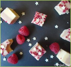 This homemade Raspberry & White Chocolate Fudge is as delicous as it is pretty. It's perfect packaged up as a gift for loved ones or offered to guests as party nibbles. This homemade fudge White Chocolate Fudge, Chocolate Cream Cheese, White Chocolate Raspberry, Fudge Recipes, Baking Recipes, Nibbles For Party, Dried Raspberries, Homemade Fudge, Sweet Treats