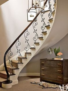 Nina Griscom's Elegant Central Park Duplex - Architectural Digest Railing Design, Staircase Design, Staircase Ideas, Floating Staircase, Staircase Railings, Stairways, Wooden Staircases, Foyer Decorating, Interior Decorating
