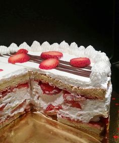 Fraisier, recette au thermomix Layered Deserts, Thermomix Desserts, Something Sweet, Family Meals, Nutella, Delicious Desserts, Sweets, Baking, Fruit