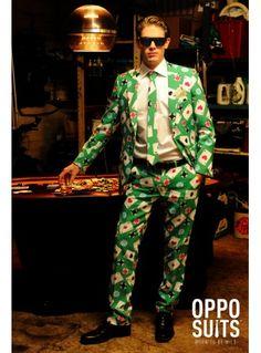 Si quieres que la suerte te acompañe en el casino, entra con buen pie y con este traje de Poker.