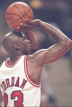 Jordan pulls up for the jumper. Jordan 23, Jeffrey Jordan, Michael Jordan Basketball, Jordan Bulls, Chicago Bulls, Basketball Legends, Basketball Players, Basketball Hoop, Utah Jazz