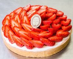 Strawberry mascarpone tart by Ladurée Paris Great Desserts, Delicious Desserts, Yummy Food, Fruit Tartlets, Almond Pastry, Strawberry Tart, Sweet Tarts, How To Make Bread, Cute Food