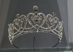 Cartier 1909, Countess Moy's Tiara. Platinum and diamonds. (Doha, Qatar Museum Authority)