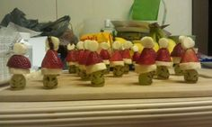 Grinch poppers for kindergarten Christmas party! School Christmas Party, Christmas Snacks, Christmas Games, Xmas Party, Christmas Activities, Christmas Goodies, Winter Christmas, Winter Holidays, Holiday Parties