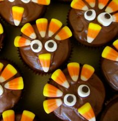 Thanksgiving Cupcakes--would be easy for kids to do!  Looks like the eyes are mini marshmallows (maybe cut in half?) and a mini chocolate chip . . .