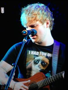 Oh.My.God he has a Grumpy Cat shirt my two favorite things Ed Sheeran and The Grumpy Cat. (btw it looks like he got a haircut!)