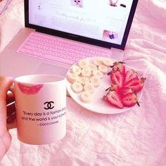 Imagem de chanel, strawberry, and pink