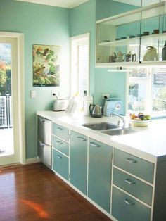 50's Retro Kitchen - cabinet colour with white base